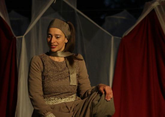 Christine Lander als Achachnin in Sheherazade von Theater Anu