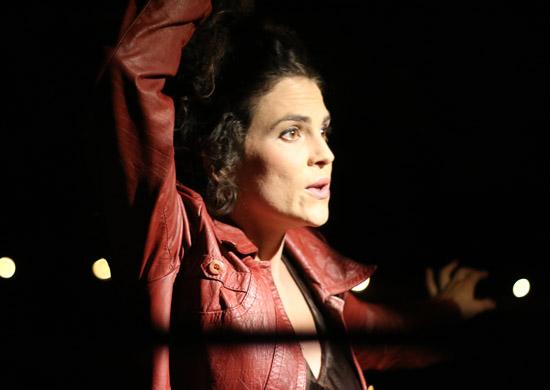 Irene Fas Fita als Eurydice in Ovids Traum von Theater Anu