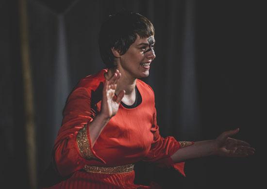 Kathleen Rappolt als Aava in Sheherazade von Theater Anu