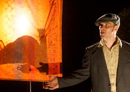 Lorenz Pilz als Erzähler in Sternenzeit von Theater Anu
