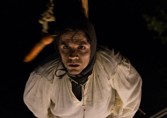 Lorenzo Pennacchietti als Bauer in Wassermythen von Theater Anu
