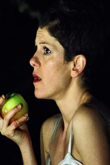 Sivia Sassetti als Eva in OVIDS TRAUM von Theater Anu