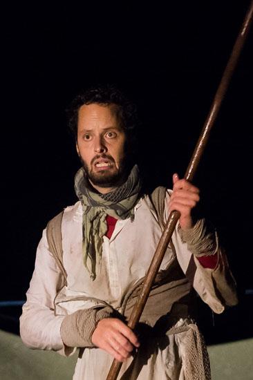 Tim Engemann als Fischer in Wassermythen von Theater Anu
